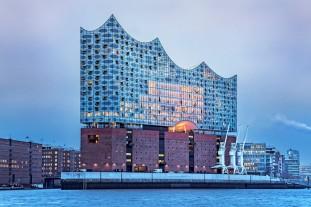 forme-vagues-lElbphilharmonie-seleve-jusqua-110-metres-Construit-rives-lElbe-batiment-majestueux-abrite-plusieurs-salles-concert_2_730_486